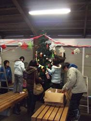 クリスマスツリーを飾る会