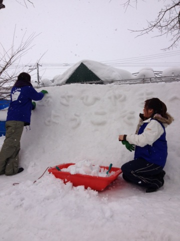 雪像作りを開催しました。