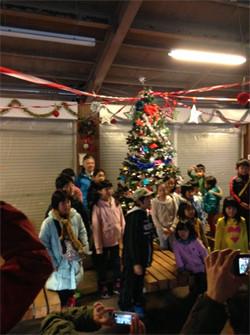 クリスマスツリーを飾る会に参加しました